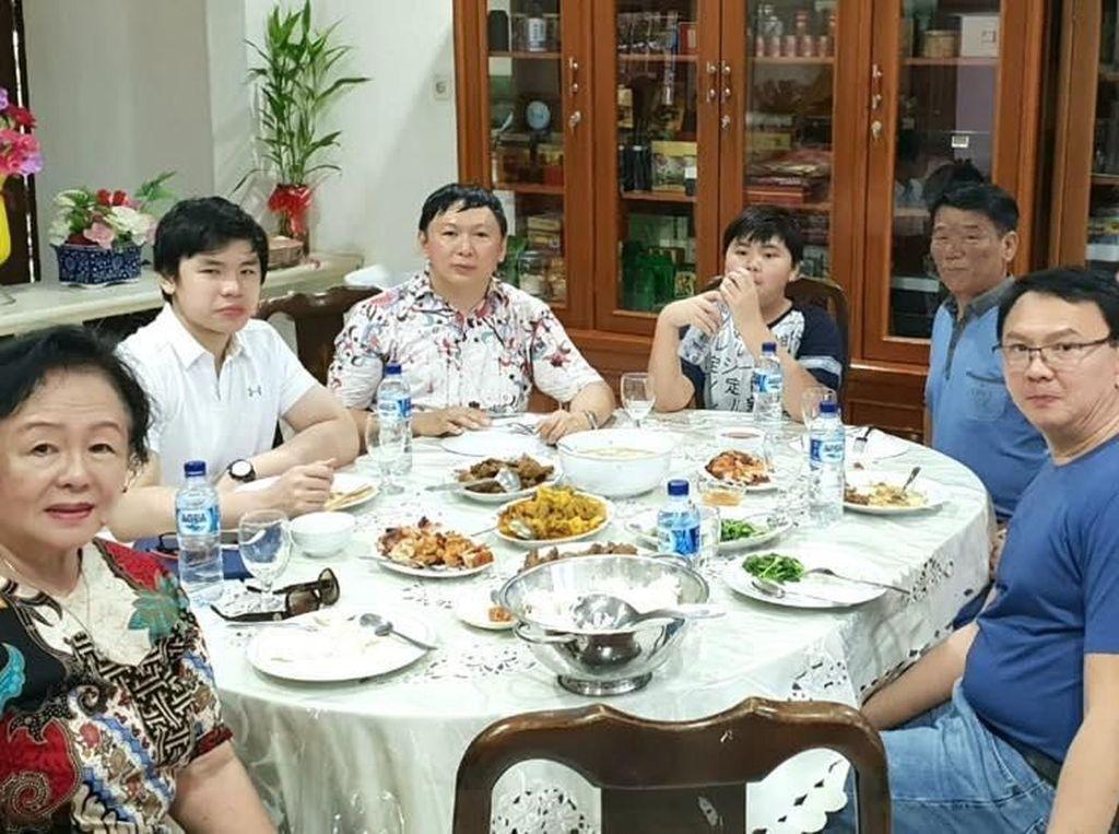 Pulang Kampung, BTP Nikmati Masakan Ibu di Belitung
