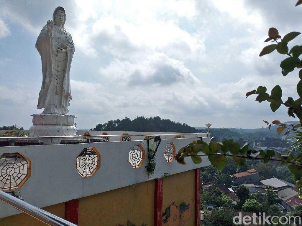 Foto Harmoni Jawa-Tionghoa di Vihara Puncak Gunung Semarang