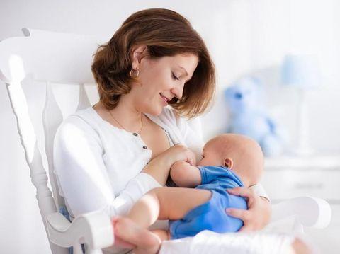 Tips 'Working Mom' Sukses Berikan ASI Eksklusif untuk Si Kecil