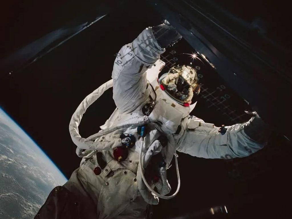 Hasil Pewarnaan Ulang Foto Jadul NASA Bikin Terkesima