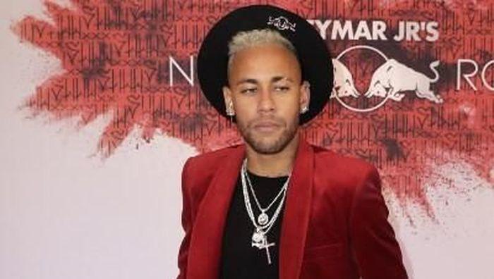 Neymar berharap dapat kado metatarsal di hari ulang tahunnya (Thomas SAMSON / AFP)