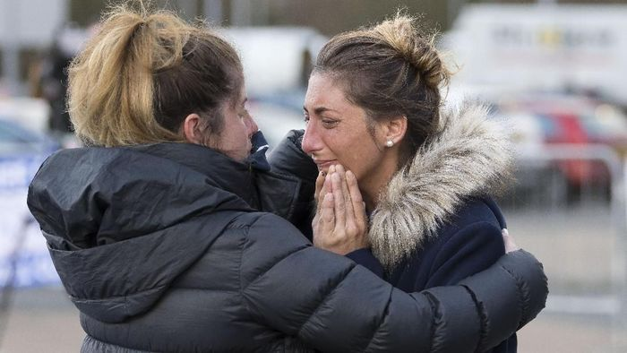 Romino Sala, saudara perempuan Emiliano Sala, menangis saat mengetahui kecelakaan pesawat yang dialami Sala (Matthew Horwood/Getty Images)