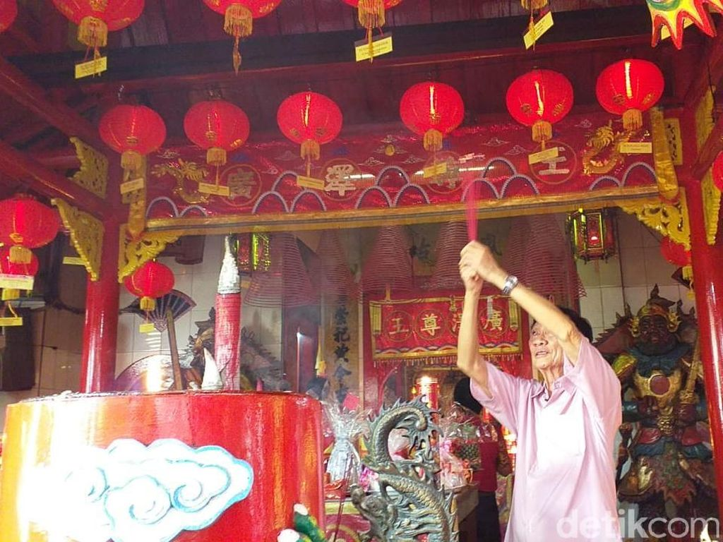 Begini Cara Umat Tri Dharma Awali Tahun Baru Imlek