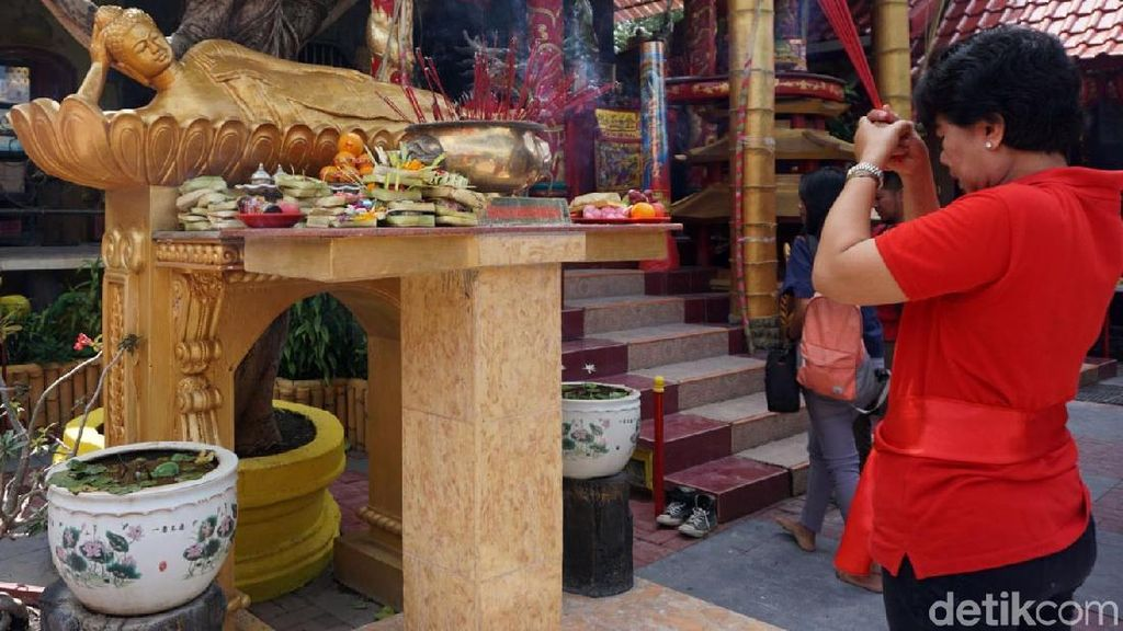 Warga Bali Rayakan Imlek di Griya Kongco Dwipayana