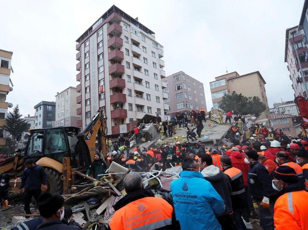 1 Orang Tewas Akibat Gedung 8 Lantai di Turki Runtuh