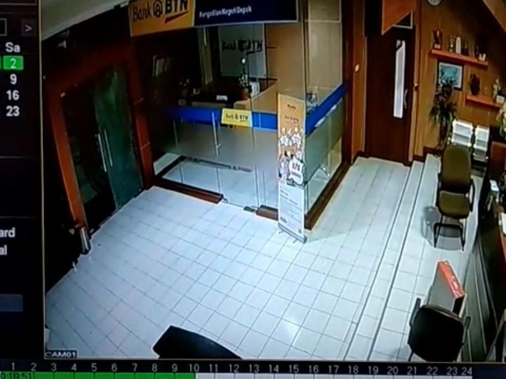 Video CCTV Kaca PN Depok Pecah Misterius