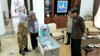 Ditemani Iriana, Presiden Jokowi Jenguk Cucu ke-15 JK