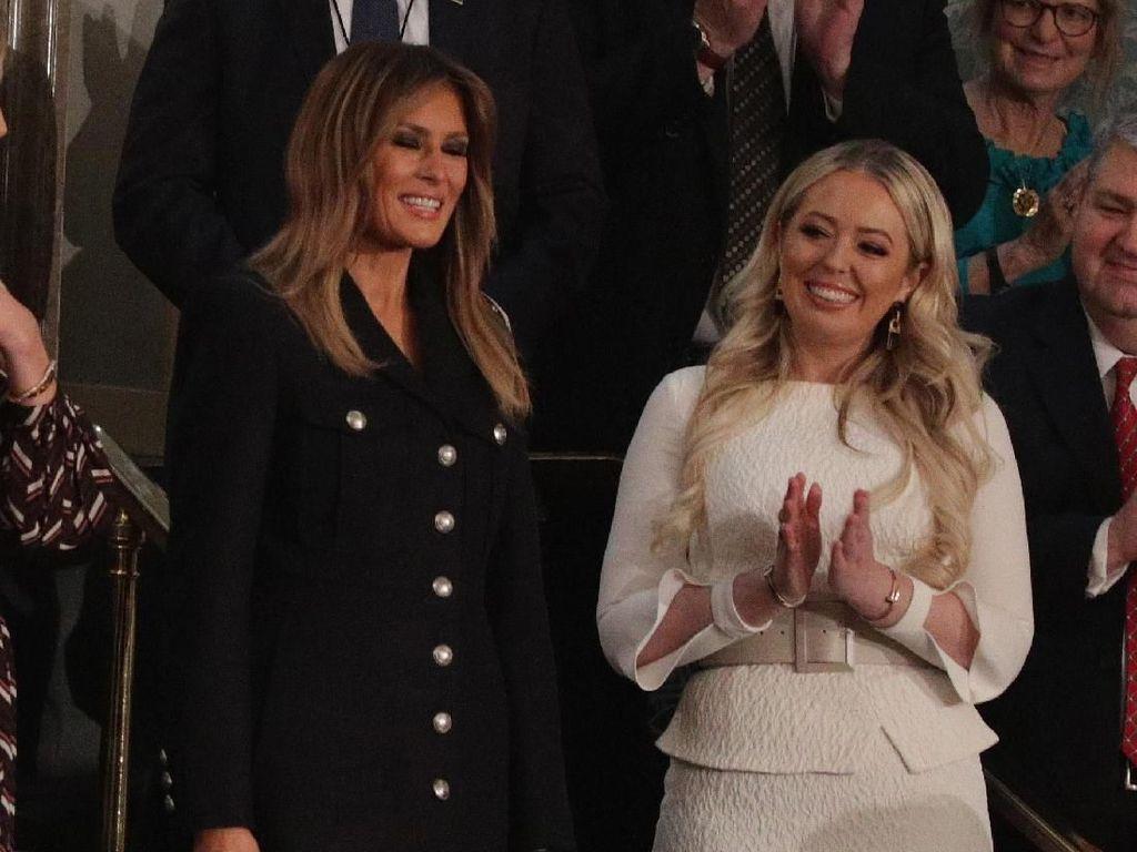 Gaya Melania Trump Pakai Baju Rp 33 Juta Saat Suami Pidato Jadi Kontroversi