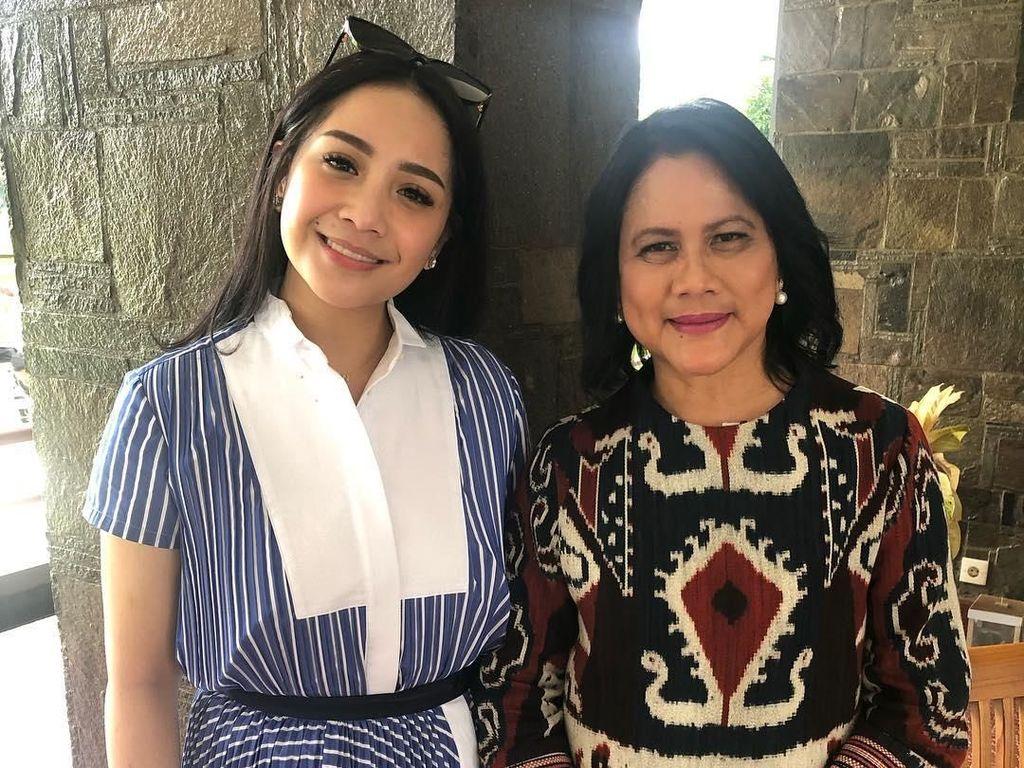 Nagita Foto Bareng Iriana Jokowi, Dian Sastro Malah Salfok dengan Ini