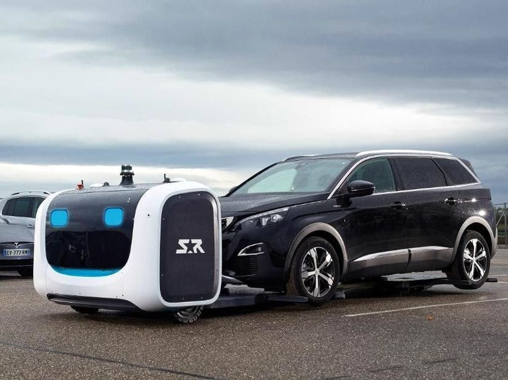 Foto: Robot Parkir Valet Canggih di Bandara Inggris