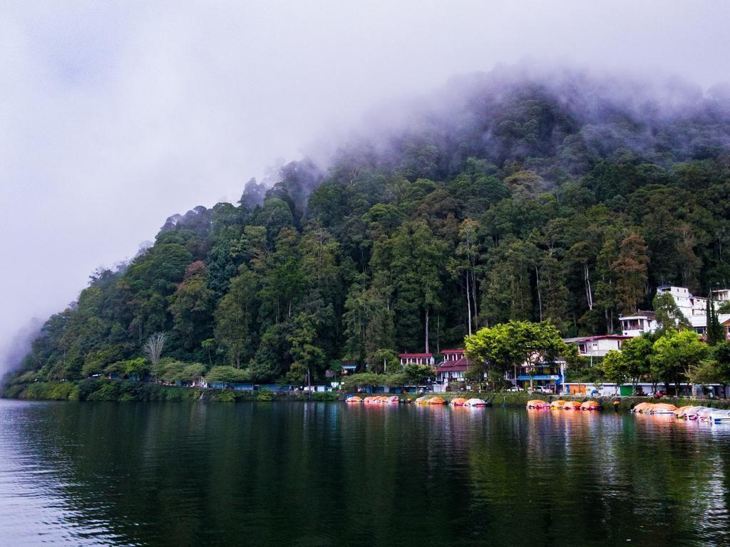 Telaga Sarangan, yang Kata Sandiaga Uno Mirip Danau di Swiss