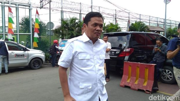 Habiburokhman saat menjenguk Ahmad Dhani di Rutan Cipinang, Rabu (6/2/2019)