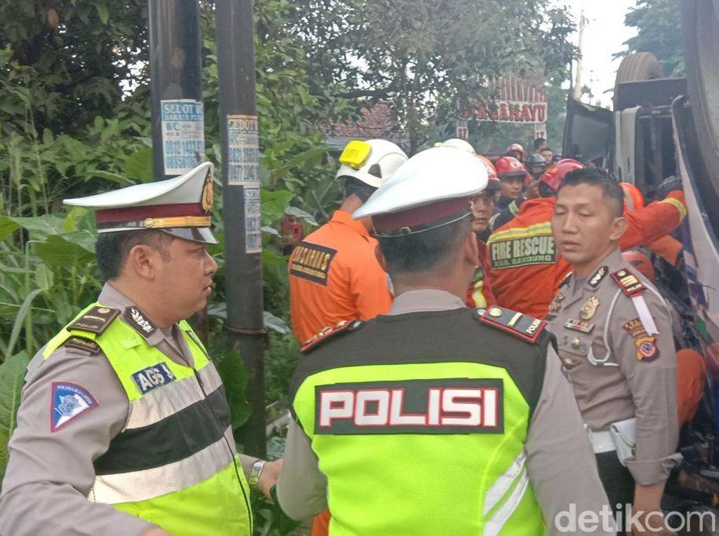 Dua Orang Tewas dalam Kecelakaan Bus Kramat Djati di Cicalengka