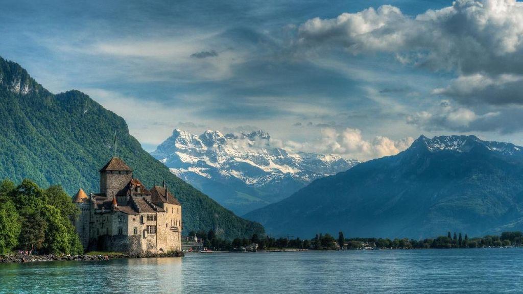 Foto Telaga Sarangan & Danau Geneva yang Disebut Sandiaga Uno