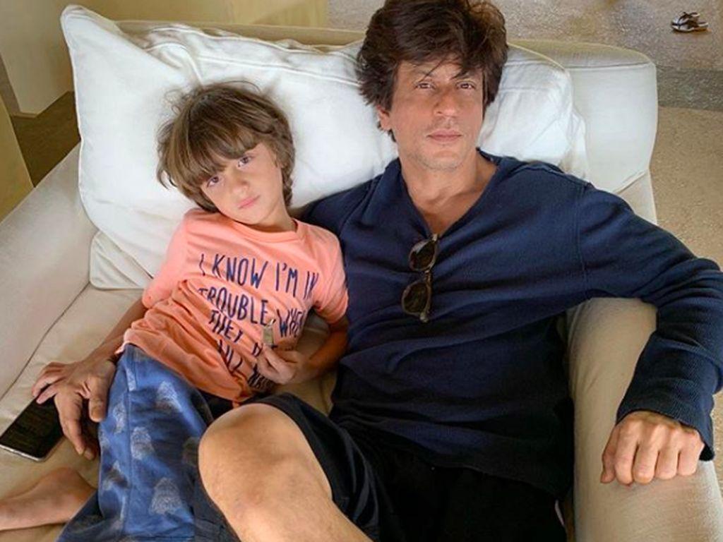 Penuh Kehangatan, 7 Momen Kedekatan Shahrukh Khan dan Anak-anak