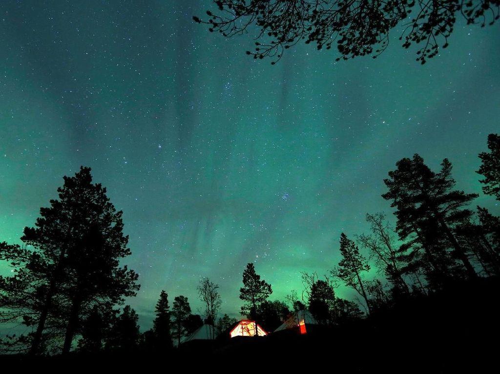 Menikmati Indahnya Pemandangan Aurora Borealis