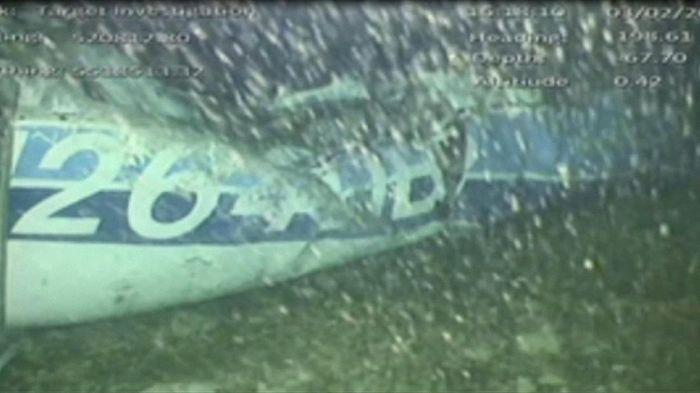 Gambar pesawat yang mengangkut Sala di dasar laut Selat Inggris (AAIB/ via REUTERS TV)
