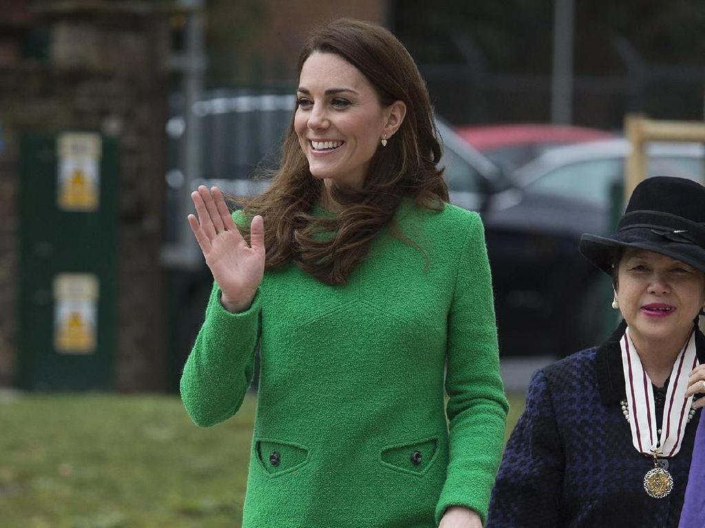 Gaun Kate Middleton Ini Jadi Lelucon Gara-gara Netizen Lihat Penampakan Aneh