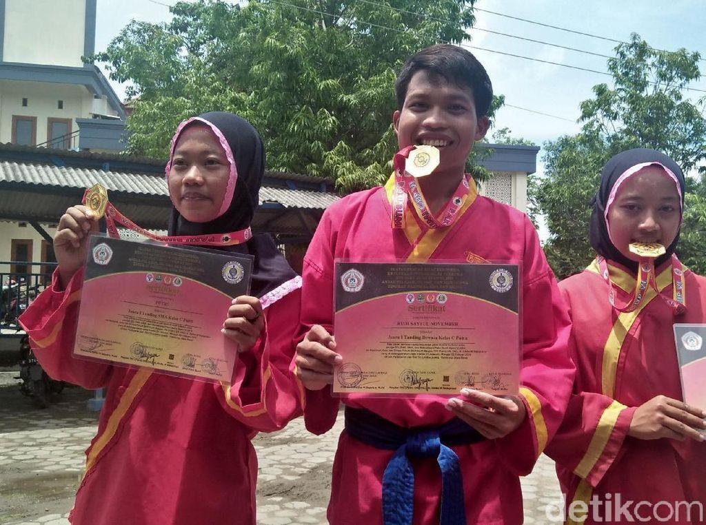Bikin Bangga, 3 Pesilat Rembang Raih Emas di Kejuaraan Paku Bumi