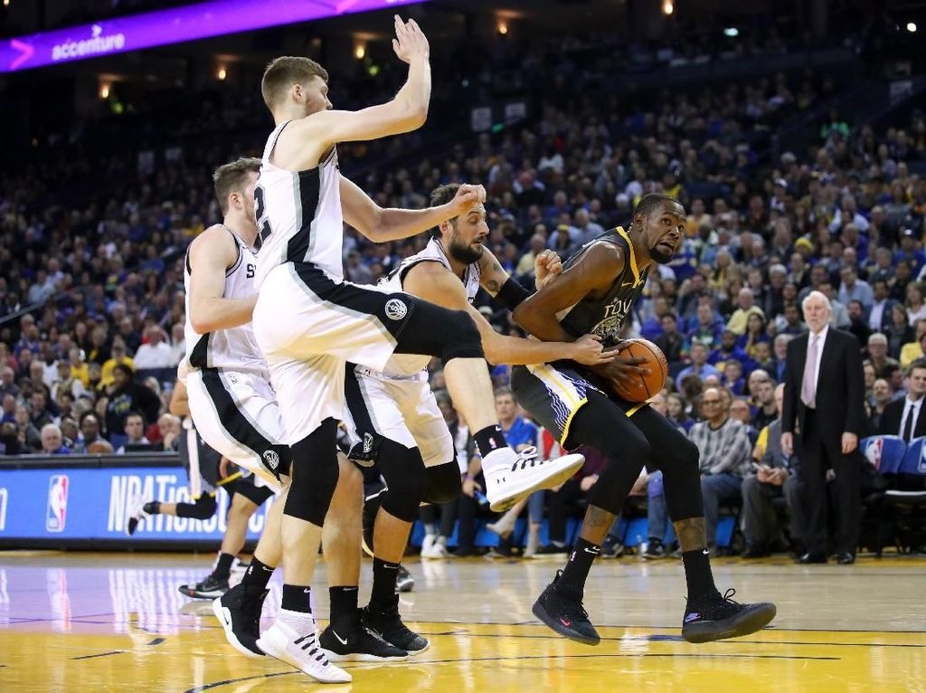 Hasil NBA: Warriors Hantam Spurs 141-102