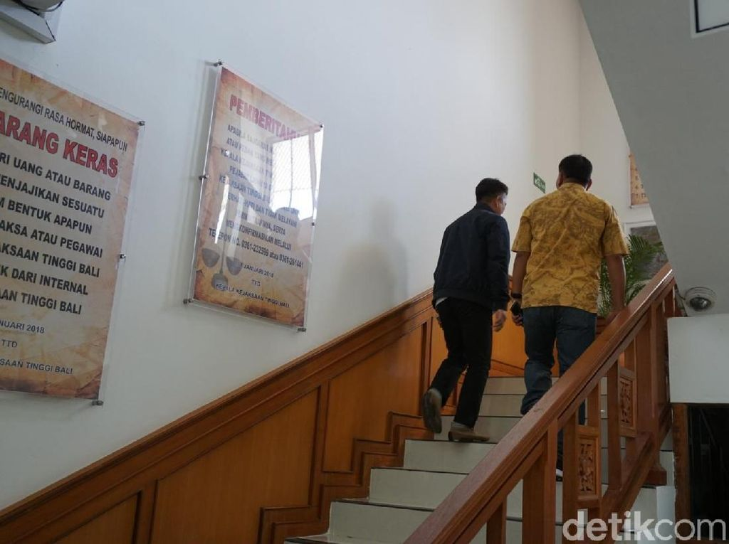 Tim Kejati Lampung Jemput Koruptor Rp 119 M Alay di Bali