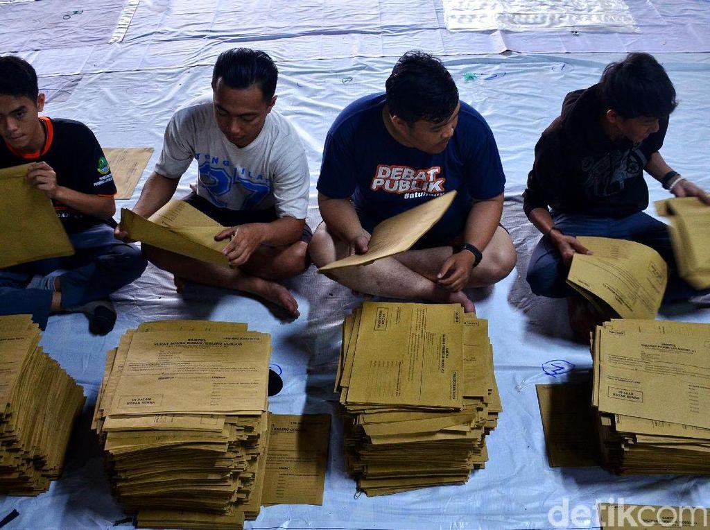 Puluhan Ribu Sampul Formulir untuk Pemilu Disusun di Bandung