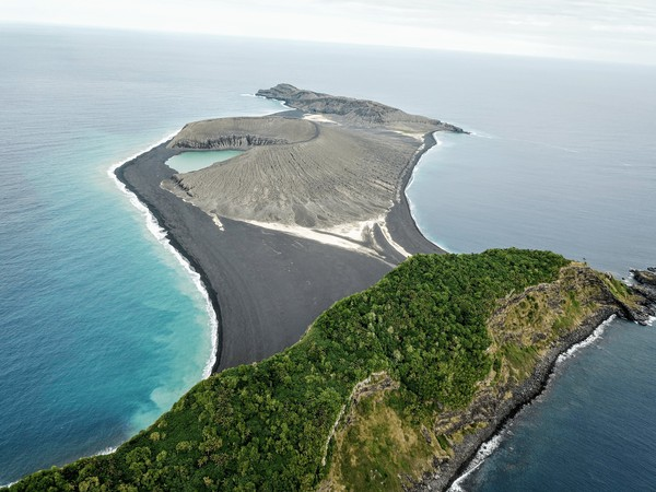 Pada 2015 lalu, salah satu pulau terbaru di dunia lahir dari kawah gunung berapi bawah laut. (Foto: Dok. NASA)