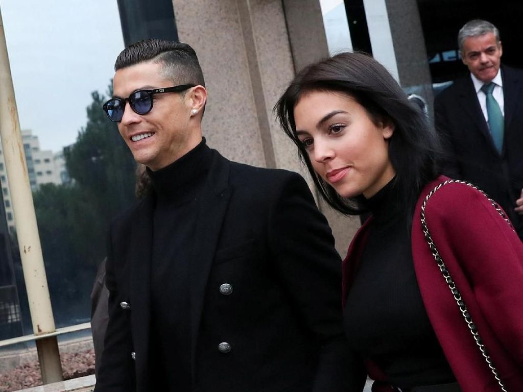 Cristiano Ronaldo Buka Klinik Transplantasi Rambut, Siapa Mau Jadi Pasien?