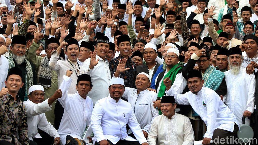 Jokowi Silaturahmi dengan Kiai dan Habib di Istana