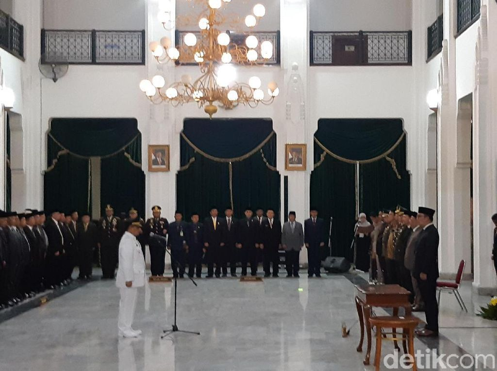 Ridwan Kamil Lantik Supendi Jadi Bupati Indramayu
