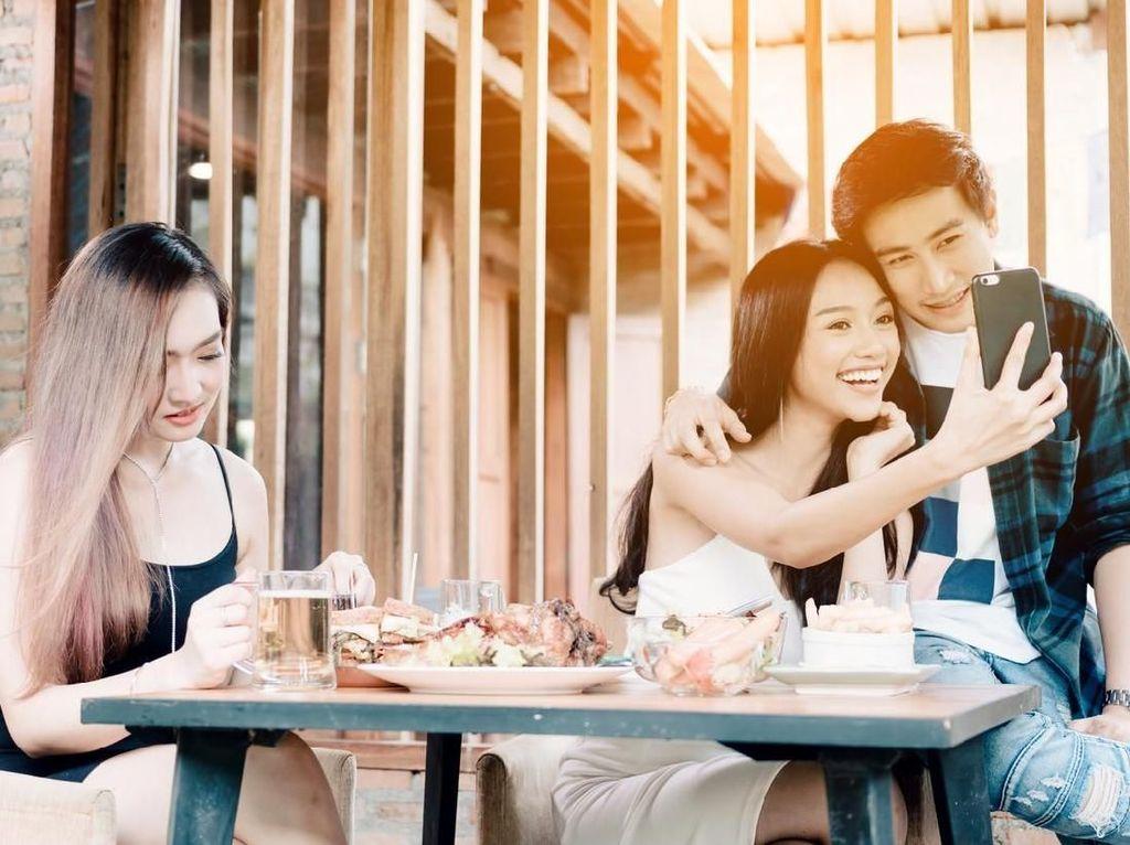 Punya Fantasi Threesome, Normal atau Gangguan Jiwa?