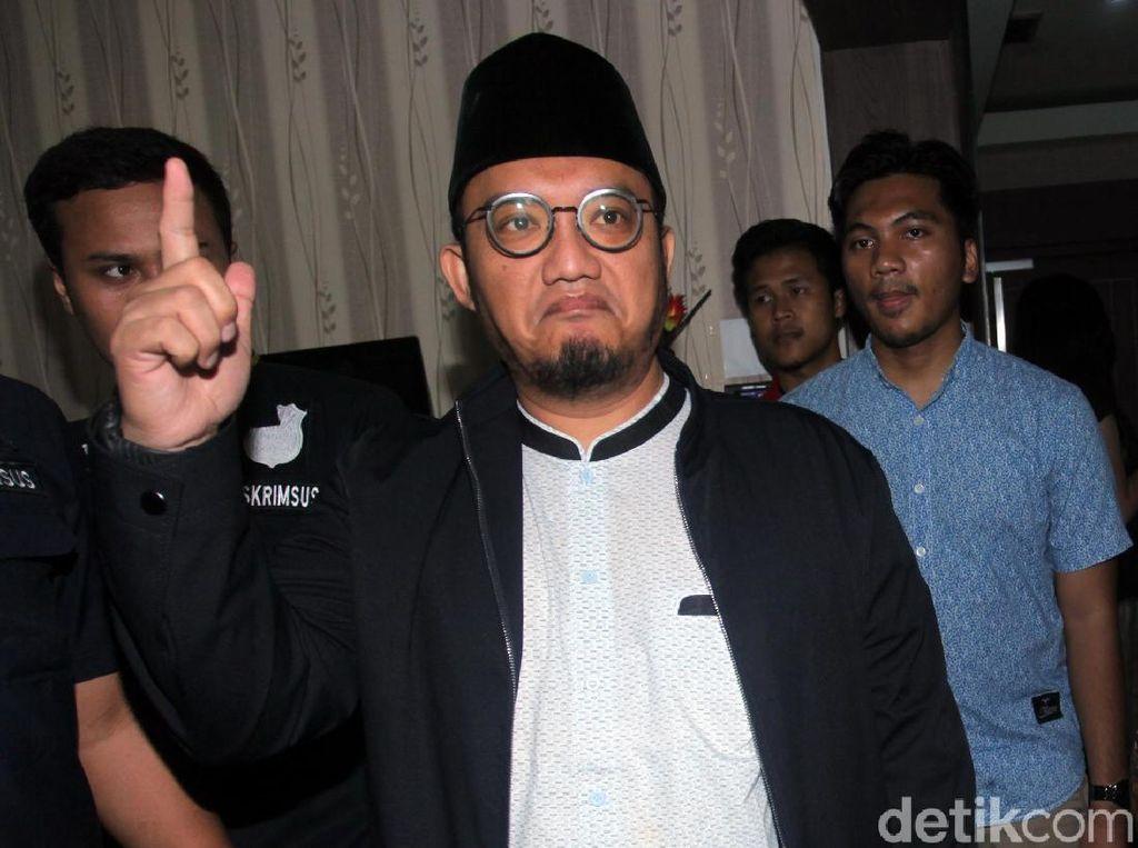 Jubir Prabowo Dahnil Anzar Ambil Formulir Balon Walkot Medan