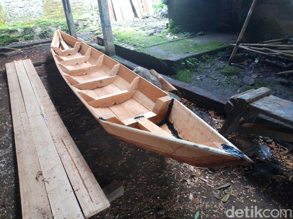 Mengintip Usaha Perahu Berusia Puluhan Tahun di Pinggir Semarang