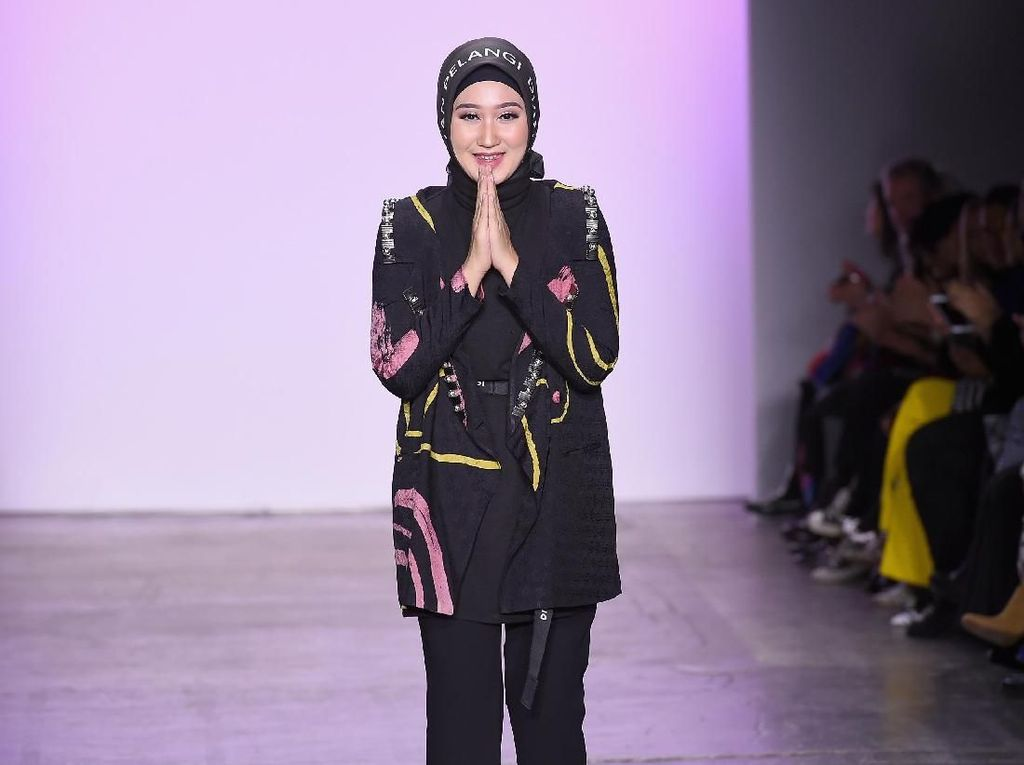 Dian Pelangi Kembali Bawa Hijab ke Panggung New York Fashion Week 2019