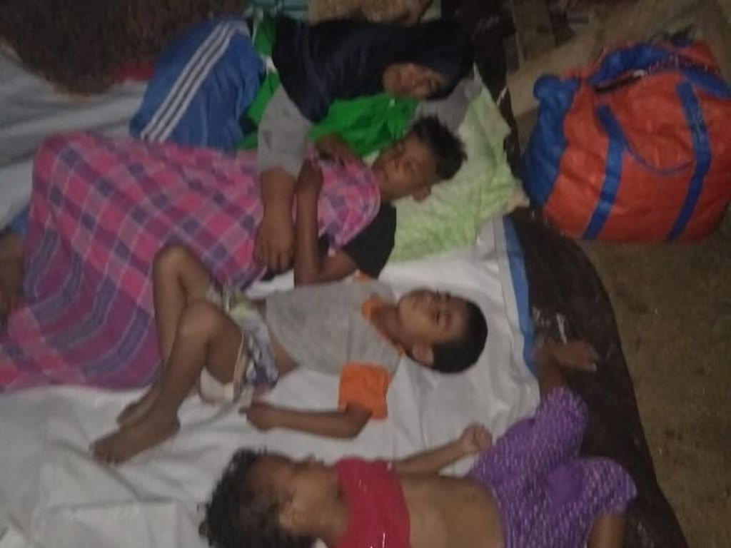 Potret Para Pengungsi Gempa di Morotai, Maluku