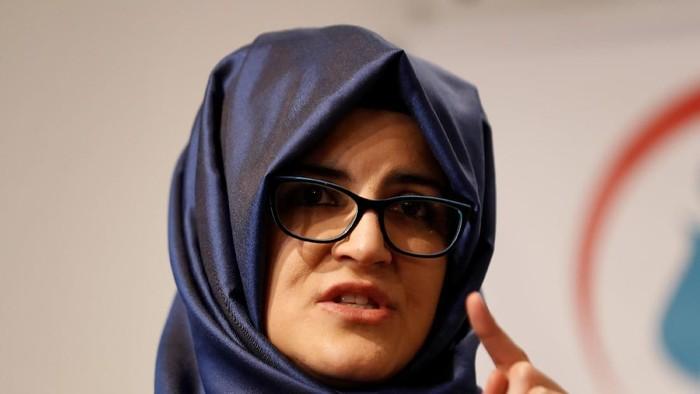 Tunangan Jamal Khashoggi, Hatice Cengiz, menerbitkan buku mengenang sang jurnalis asal Arab Saudi. Peluncuran buku itu diselenggarakan di Turki.