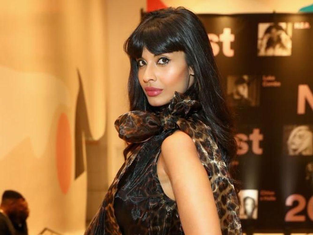 Aktris Cantik Ini Banjir Pujian karena Pamer Bulu Ketiak Saat Pemotretan