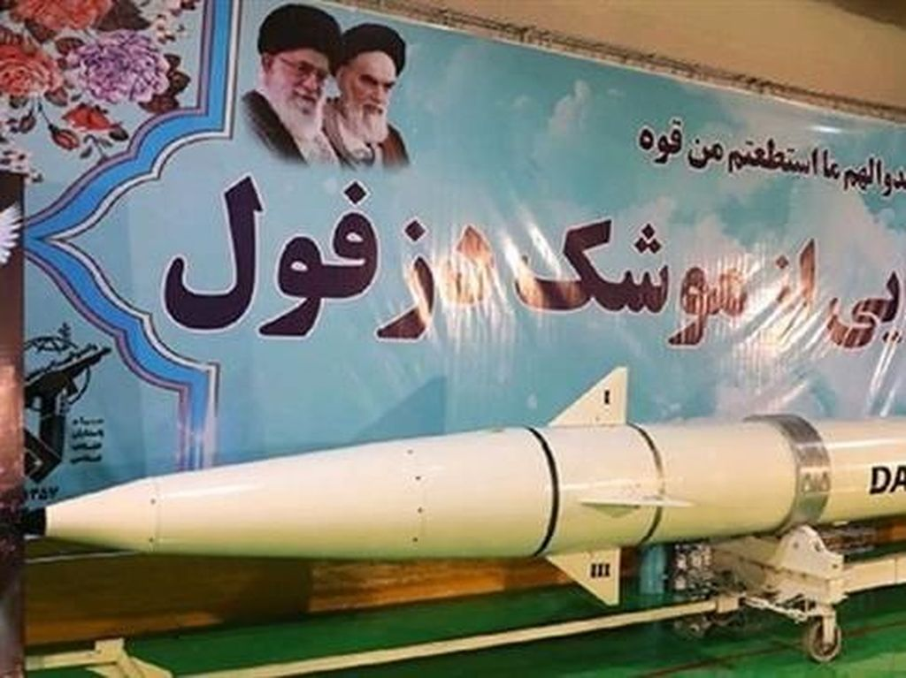Iran Pamerkan Rudal Terbaru, Bisa Jangkau Jarak 700 Kilometer Lebih