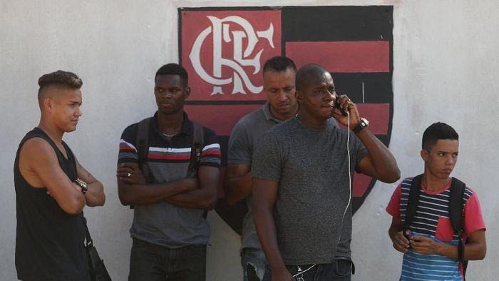 10 remaja meninggal dalam kebakaran di asrama pusat latihan Flamengo. (Foto: Ricardo Moraes/Reuters)