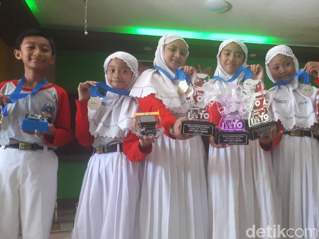 Hebat, Pelajar SD Ini Sabet 7 Piala Pada Kontes Robot di Malaysia