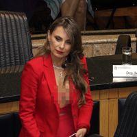 Politisi Brazil Jadi Kontroversi karena Pakai Baju Seksi Saat Sumpah Jabatan