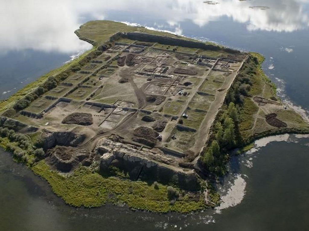 Deretan Pulau di Bumi yang Penuh Cerita Misteri