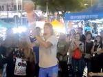 Pasangan Rusia yang Juggling Bayi di Malaysia Dibebaskan dari Tahanan