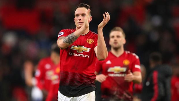 LONDON, ENGLAND - JANUARY 13: Phil Jones of Manchester United applauds after the Premier League match between Tottenham Hotspur and Manchester United at Wembley Stadium on January 13, 2019 in London, United Kingdom. (Photo by Catherine Ivill/Getty Images)