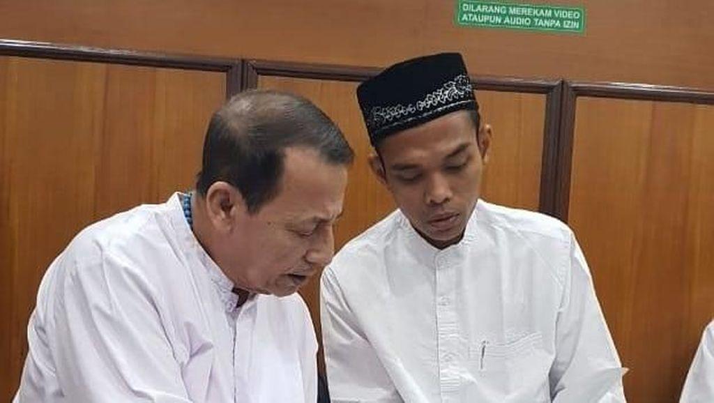 Momen Syahdu Pertemuan UAS dengan Habib Luthfi, Mbah Moen, dan Gus Solah