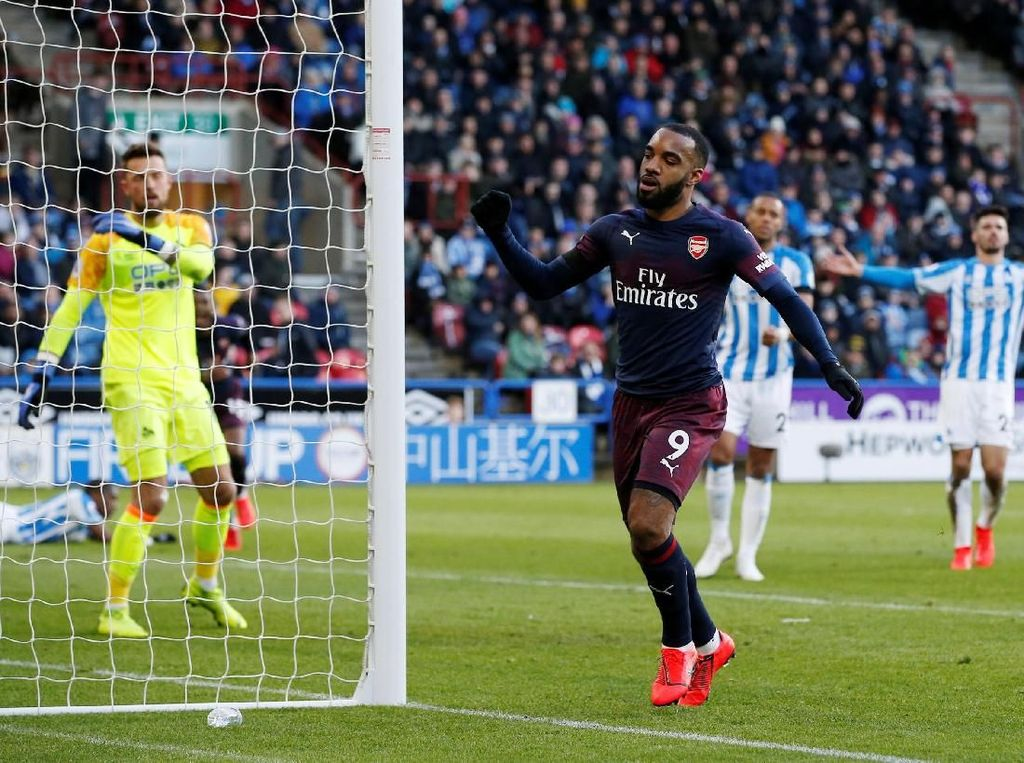 Babak I Habis, Arsenal Ungguli Huddersfield 2-0