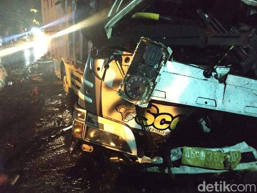 Dua Truk Adu Banteng di Malang, Dua Orang Tewas