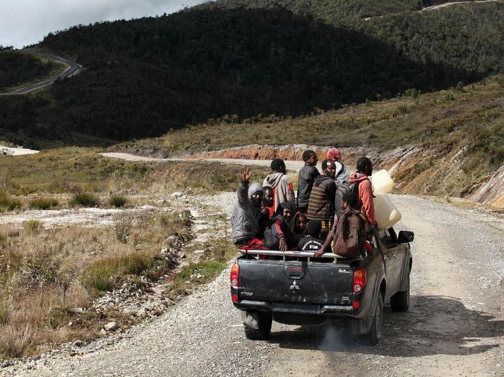 Ada Trans Papua, Warga Pedalaman Bisa Wira-wiri Via Darat