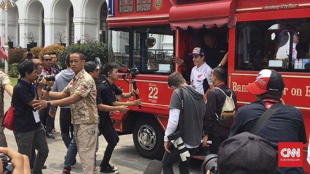 Marc Marquez naik bandros di Bandung.