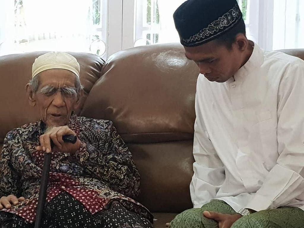Potret Ustaz Abdul Somad Sowan ke Mbah Moen